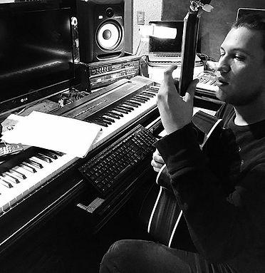 YMF estudio.jpg