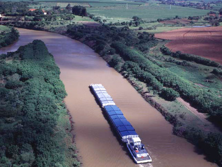Hidrovía, la gran obra estratégica que transformó la Argentina