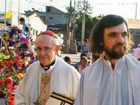 El invento del pobrismo de la Iglesia y de Francisco