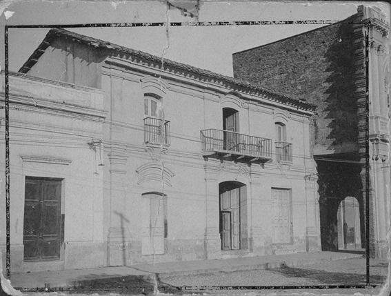 entre las calles Defensa y Bolívar. Fue demolida con el ensanche de la calle en la década de 1930. Hoy está allí el Edificio Calmer.