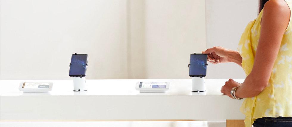 Skydda och visa elektronik, telefoner och surfplattor med en mängd olika lösningar som passar din unika butiksmiljö.