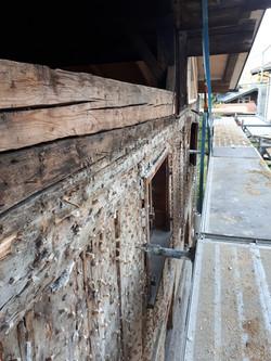 Holzbau nach Freilegung von Putzfassade.