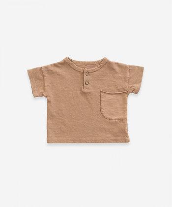 T-shirt em algodão-linho com dois botões