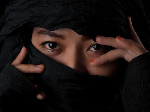 אישה בונה, אישה הורסת: סיפור חקירת בגידות
