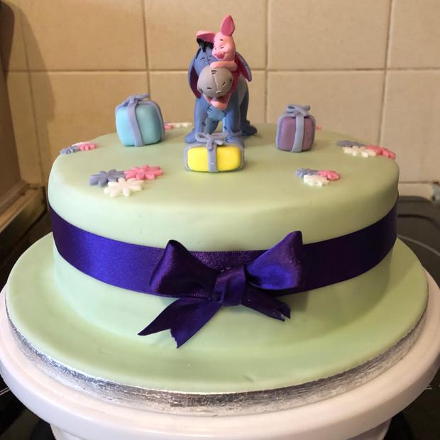 Eeyore and Pigglet cake