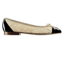 米色蕾絲平底雙色鞋 售價NT$23,600