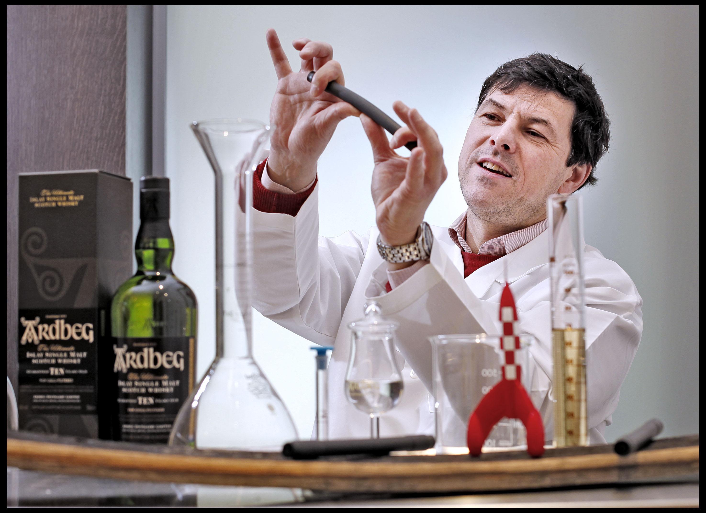 比爾博士發現在品聞與品飲測試中, Ardbeg太空實驗酒展現前所未有的煙燻風味
