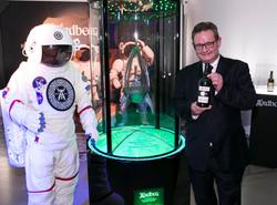 Ardbeg品牌大使Hamish與太空威士忌及太空人合影