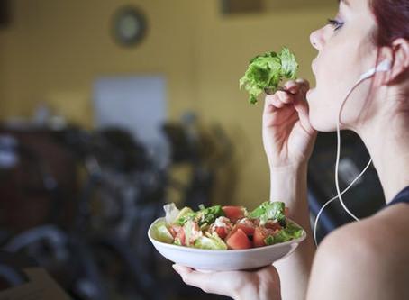 Comer antes o después de entrenar?