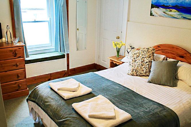 Crebinick-bedroom.jpg