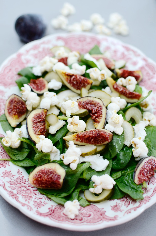 Figs and popcorn salad