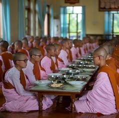 Mädchenkloster_Mittagessen