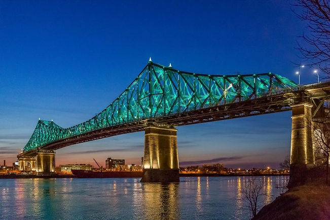 Side view of the Jacques-Cartier bridge in Montreal