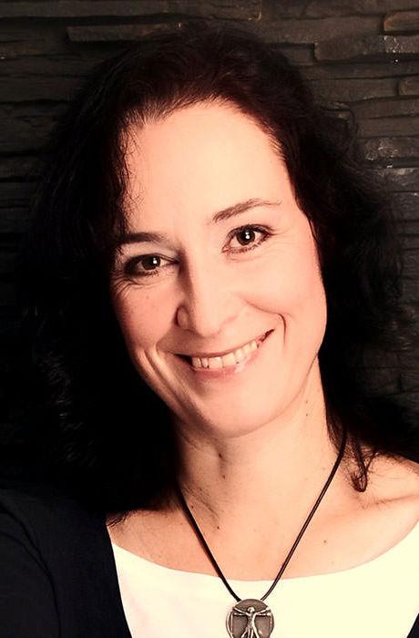Manuela-Manderfeld-Ast-Werk-profil.jpg