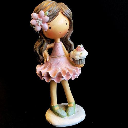 Девочка с пирожным в ассорт.