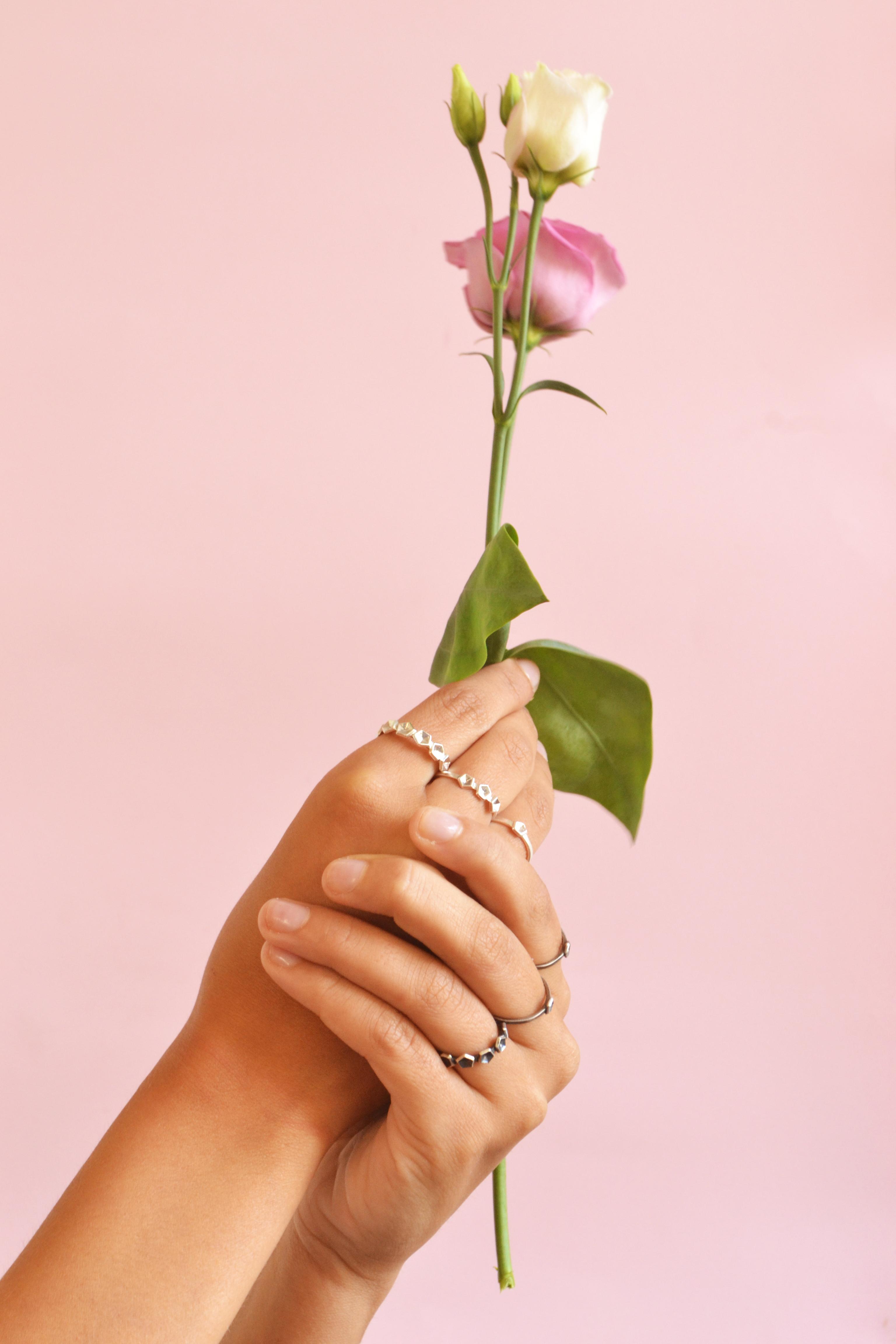 polished and oxidised ring on Giulia wit
