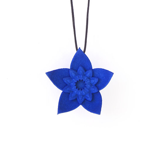 blue trendy flower necklace