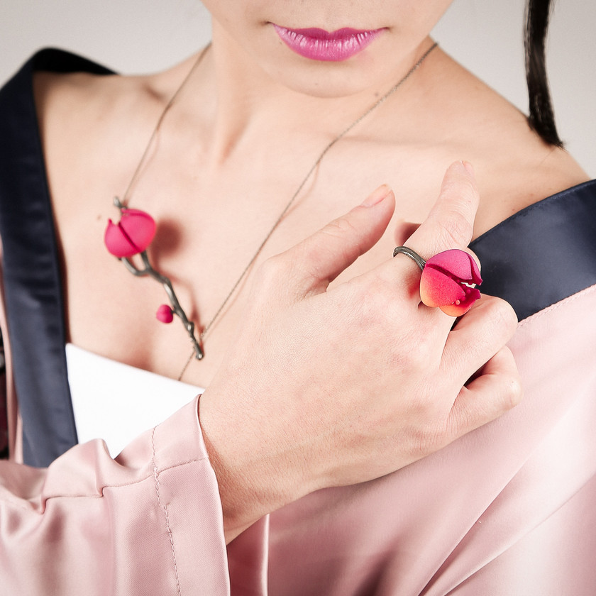 Combine romantic with gothic with this botanical inspired jewelry set.