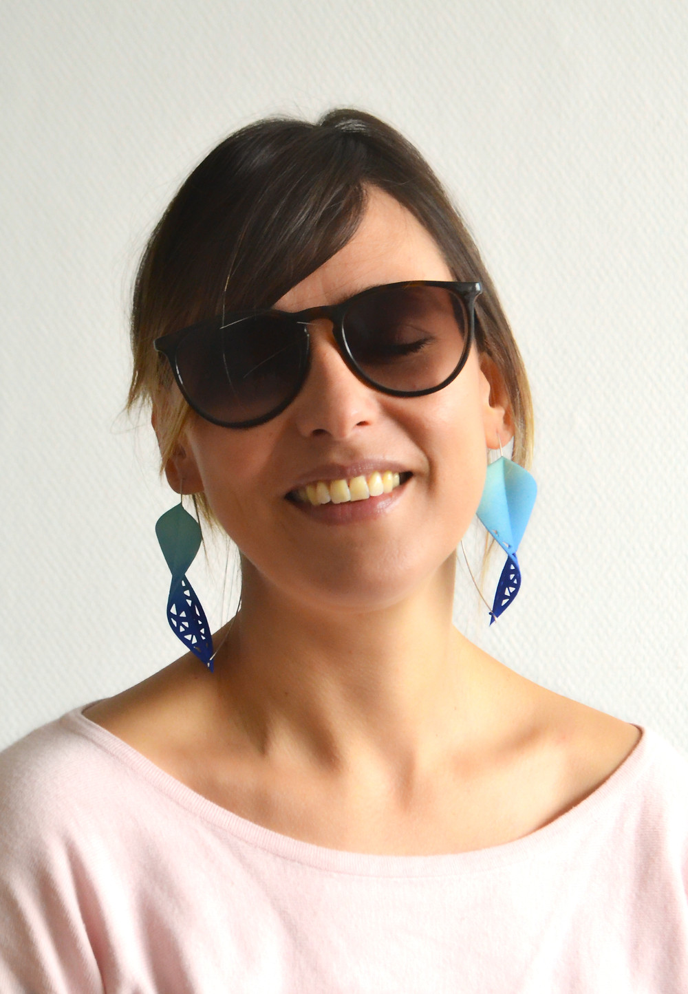Big blue gradient leaf earrings with sunglasses for a movie star look