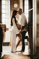 couple-indoors-love-2997778.jpg