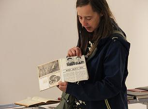 Aurelija Maknyte prie savo instaliacijos