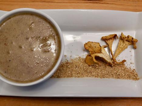 Wild mushroom gravy (with chanterelle powder)