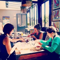 🌱 Instant suspendu... Atelier cosmétique pour apprendre à créer son propre maquillage chez Villa Es