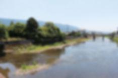 巨瀬川と中央橋