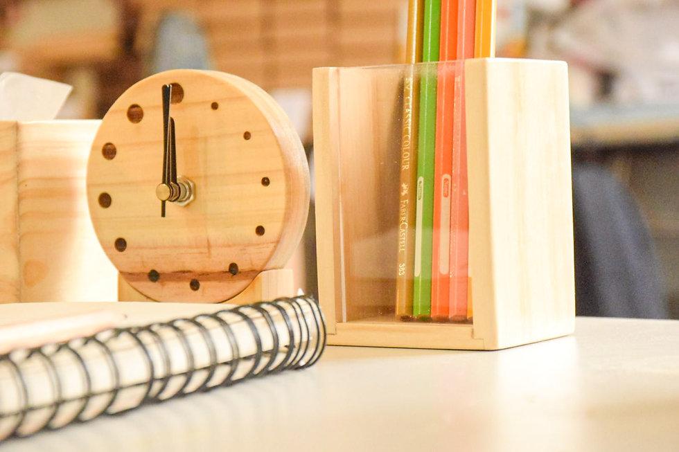 原木色圓形時鐘 筆筒
