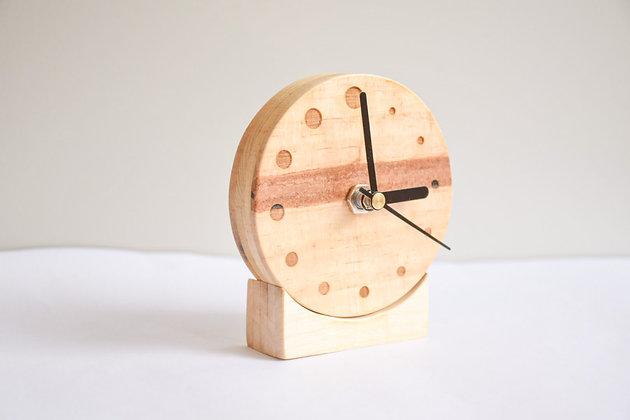 原木色圓形時鐘