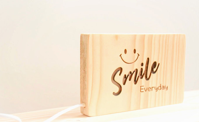 SMILE EVERY DAY 燈箱