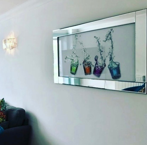 4 Cocktail Tumblers on Mirrored Frame