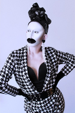 madm_moustache_philipp_basener-mcqueen02