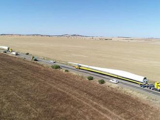 Australia's biggest wind turbine blades trucked 530km to far west NSW wind farm
