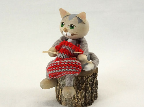 Kniting Cat04