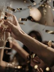 people-toasting-wine-glasses-3171837.png