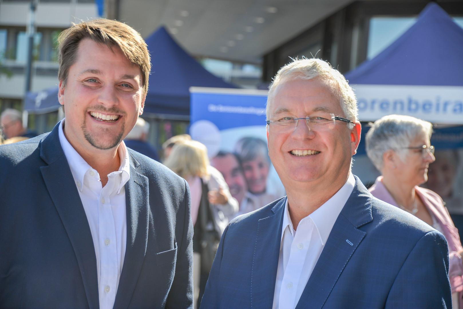 Mit Bürgermeister Klaus-Werner Jablonski auf dem Rathausvorplatz am Tag der Offenen Tür 2019.
