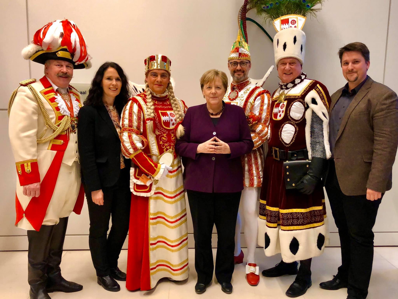 Mit dem Troisdorfer Dreigestirn 2020 zu Besuch in Berlin bei Elisabeth Winkelmeier Becker und Bundeskanzlerin Angela Merkel.
