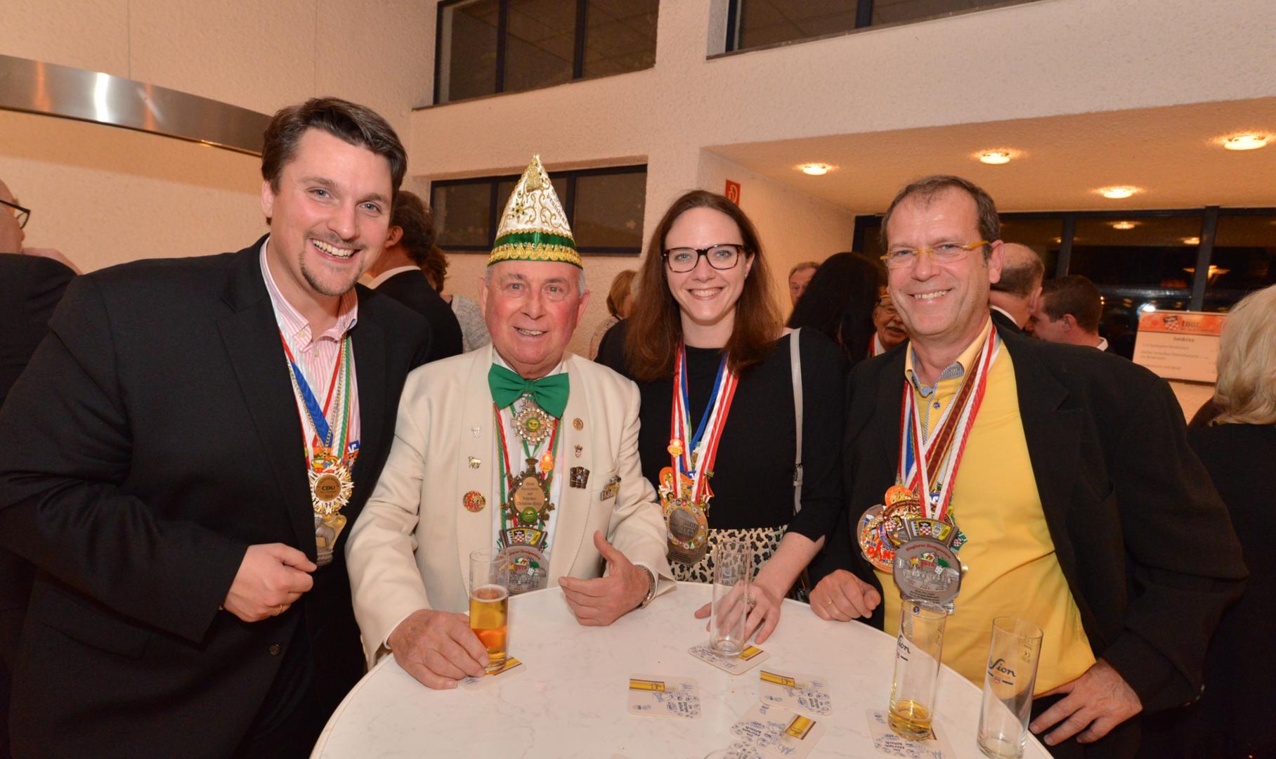 In der Sieglarer Küz mit Christian Klein, Katharina Gebauer und Peter Blatzheim.