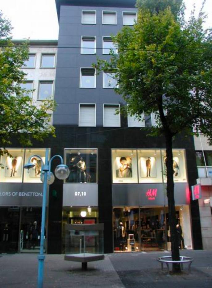 Fassade_Geschäftsgebäude.pn