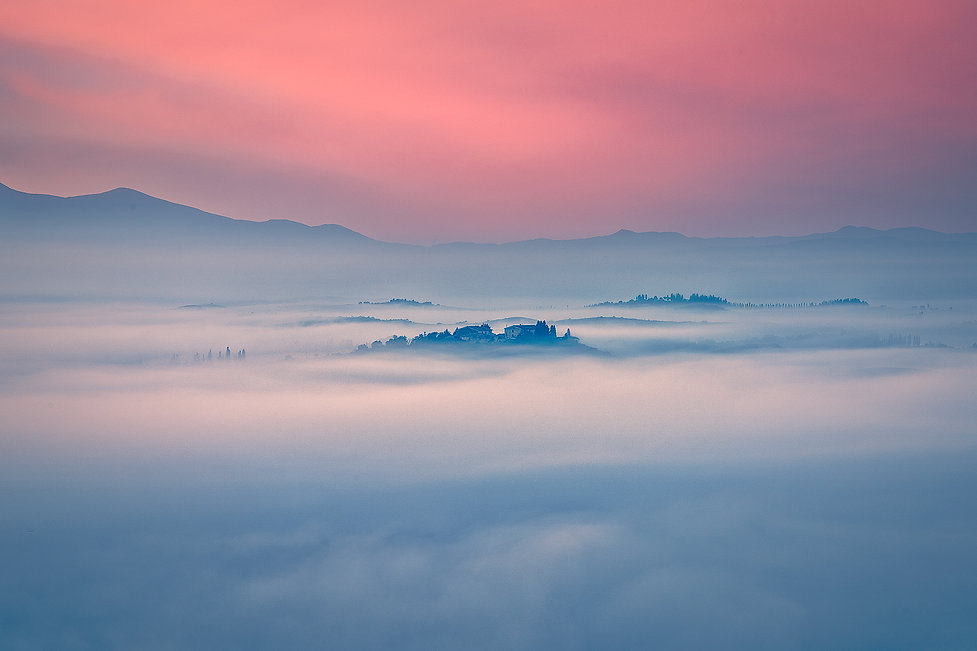 nebbia all'alba in val d'orcia