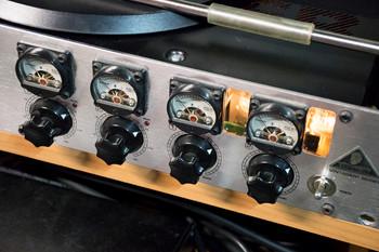 Предусилитель Behringer Tube Ultragain T1953 (custom)