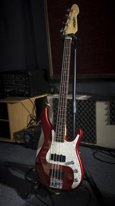 Бас-гитара Peavey Axcelerator USA 1995
