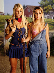 Paris Hilton and Nicole Richie in farm girl outfits