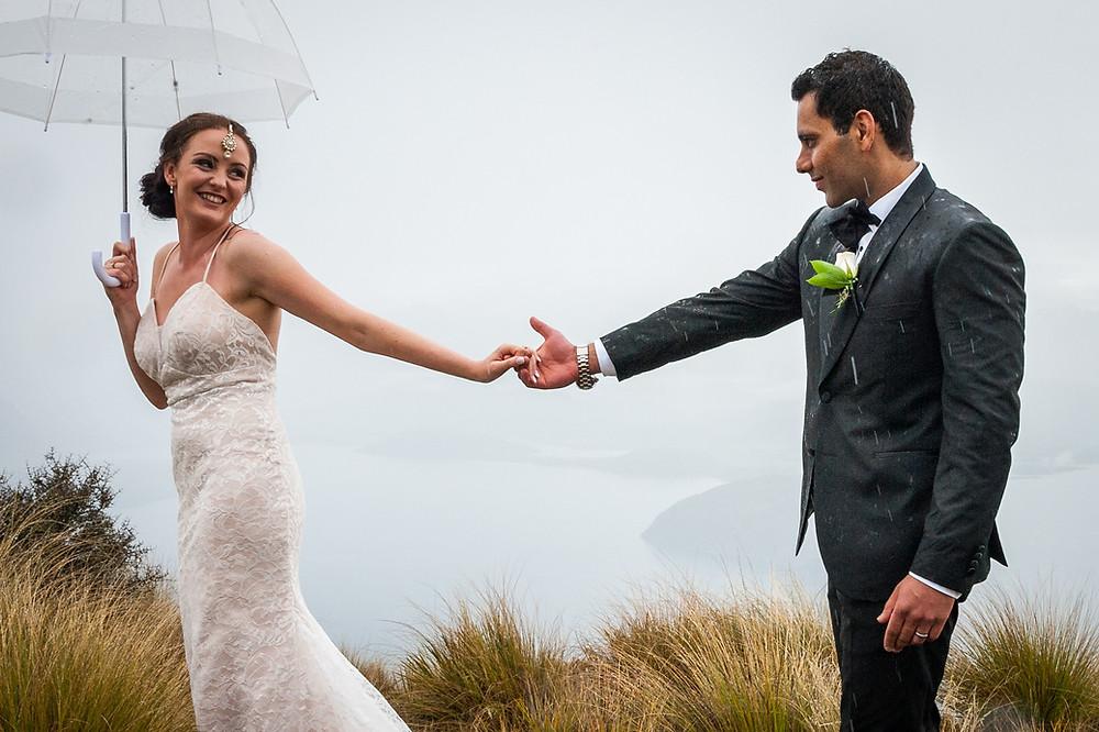 newly wed couple in wanaka