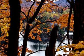 Photo du lac en automne - paysage des cantons de l'Est à Orford