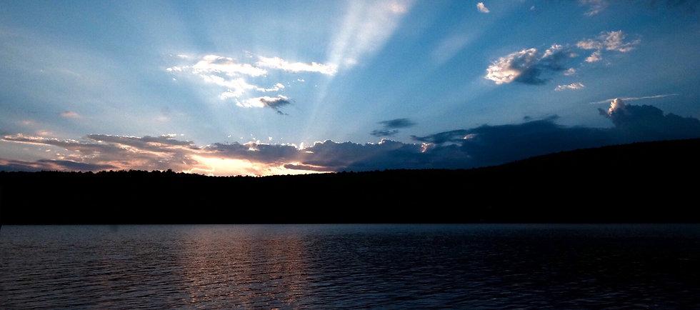 Beau coucher de soleil au lac Bowker dans les Cantons de l'Est, Orford QC