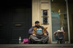 Morador de Rua e seu cão - Paris