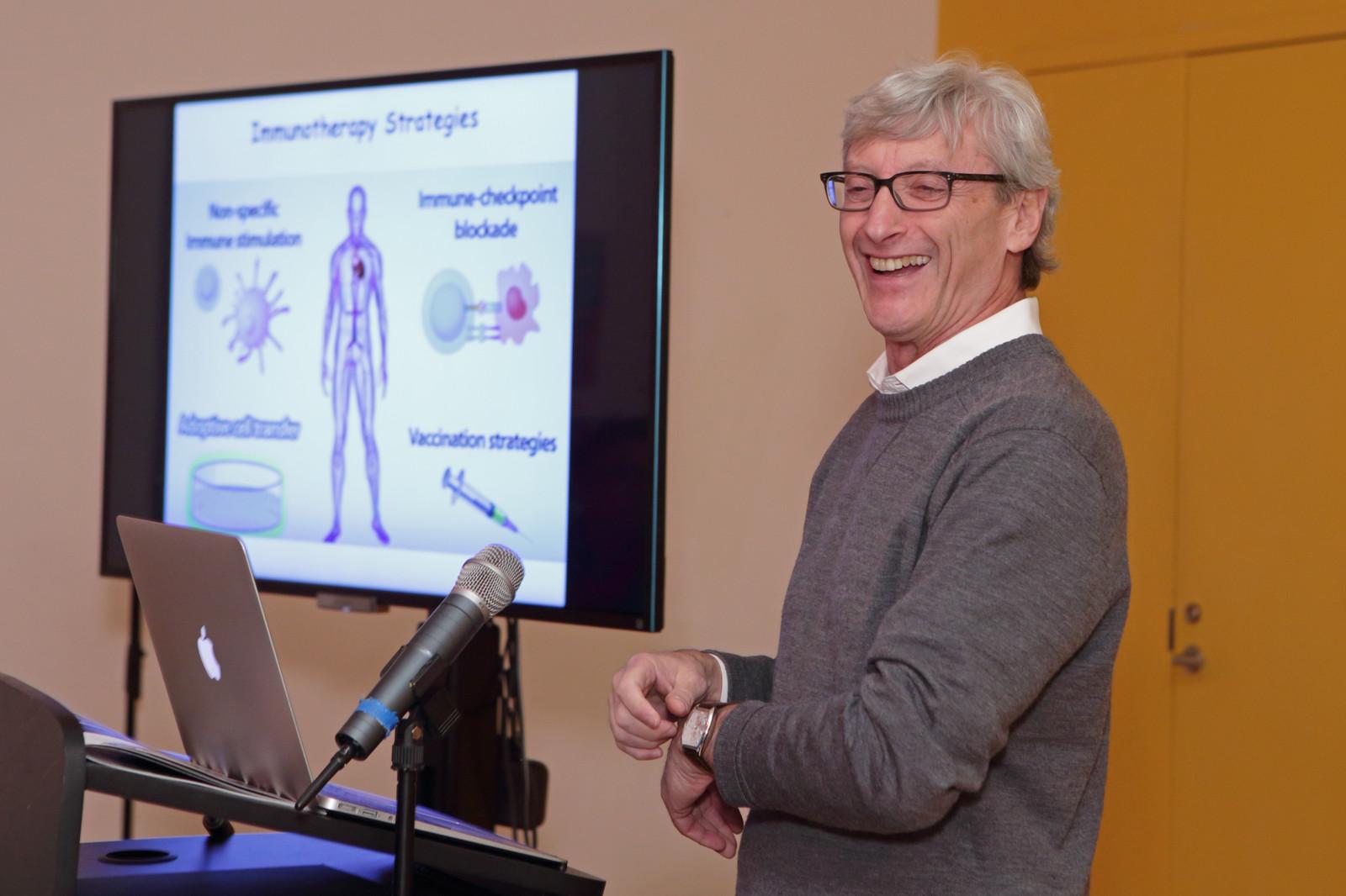 Dr  Dan Littman speaks at BioBus/BioBase