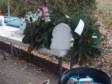 mailbox+wreath+with+berries.jpg